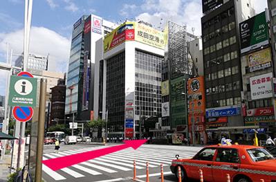 「成田空港行」の看板