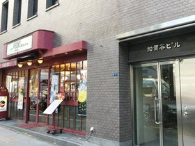 1階にカフェ・ベローチェが入ったビル
